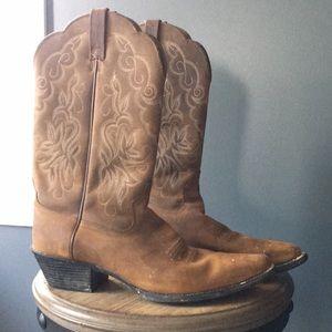 Brown ariat cowboy boots